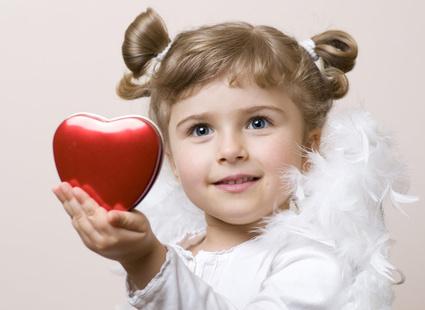 девочка-ангел с сердцем