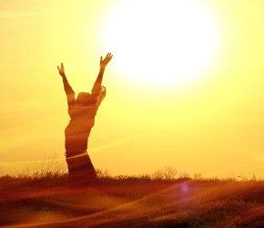 руки к солнцу