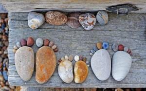 камни в виде ступней