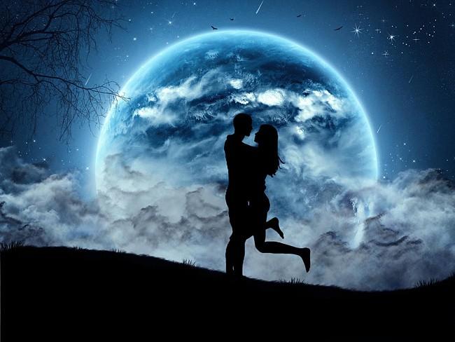 двое и луна