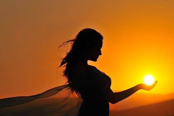 девушка с солнцем