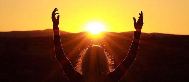 руки к солнцу!