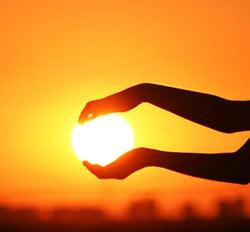 солнце между руками
