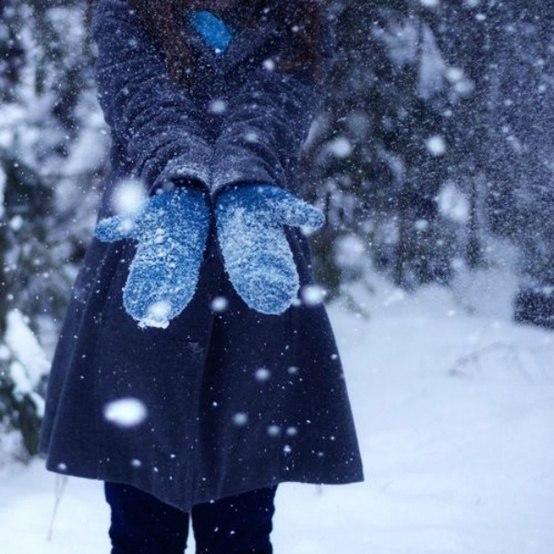 руки снег